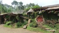 Rumah-rumah Hobbit yang terdapat di dalam Hobbiton Adventure