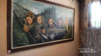 Terdapat gambar karakter dari film The Hobbit