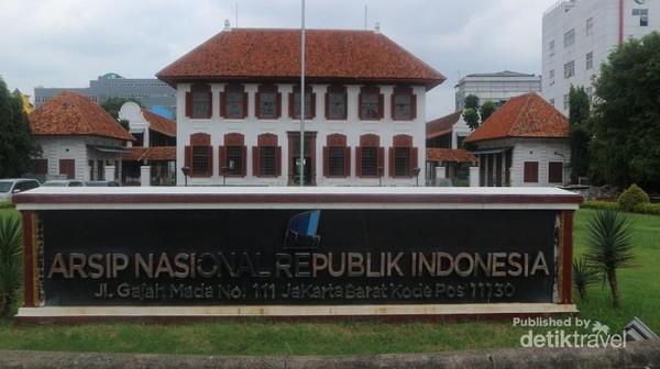 Bagian depan Gedung Arsip NAsional