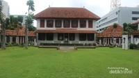 Halam belakang gedung arsip nasional yang asri dan sering disewakan untuk menyelenggarakan acara resepsi pernikahan