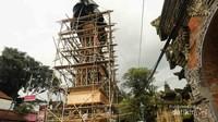 Proses pembuatan Bade yang belum sempurna (dari kayu dan bambu).