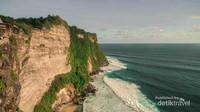 Indahnya lanskap dari tebing Pura Uluwatu.