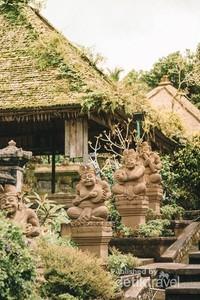 Keunikan Desa Panglipuran ada pada arsitektur bangunan rumah disana yang kental dengan nuansa Bali.