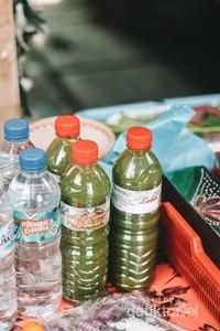 Kalau berkunjung kesana, jangan sampai lupa untuk mencoba minuman tradisional loloh cemceman yang memiliki rasa seperti tape dan berkhasiat seperti jamu.