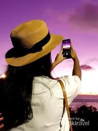 Gunakan smartphone atau kamera dengan mode manual untuk mendapatkan warna langit yang kontras