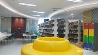 Koleksi buku dan ruang baca yang nyaman