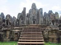Bayon pernah berfungsi baik menjadi candi Buddha maupun Hindu