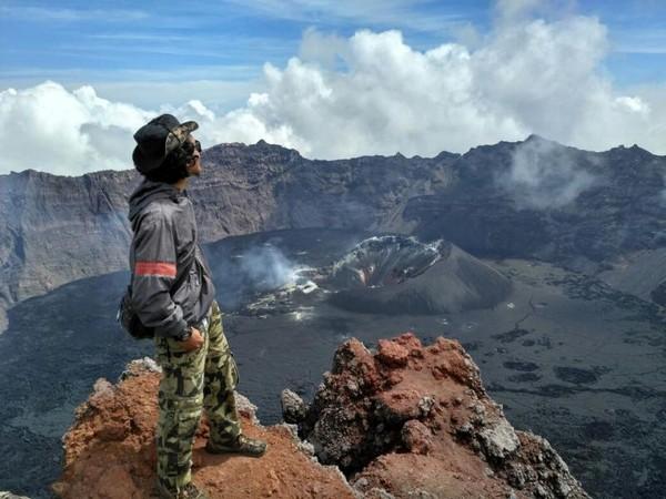 Medan Ekstrem Untuk Taklukkan Gunung Raung Berani
