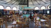 Food court yang menawarkan beragam kuliner Nusantara
