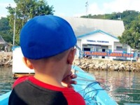 Naik perahu di Labuan Bajo