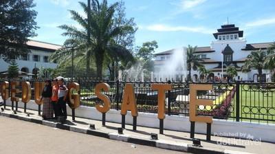 Ini Simbol Biaya Pembuatan Gedung Sate Bandung