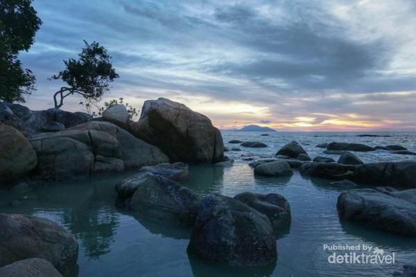 Pantai Bajau, spot terbaik untuk menanti sunset di Singkawang.