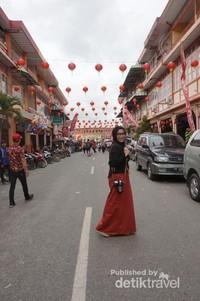 Jalan Sejahtera, Singkawang Barat merupakan kawasan kota tua yang instagenic.