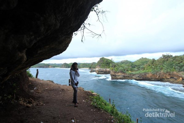Akses menuju Pantai Batu Bengkung pun sudah sangat memadai dan gampang untuk dijangkau