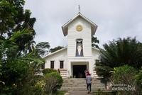 Gereja Katolik ini masih berdiri kokoh disana