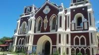 St Augustine Church dengan sentuhan Spanyol terletak di Bantay