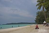 Pantai ini dilengkapi wahana sport