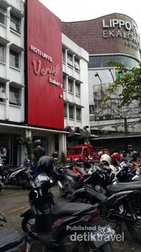 Roti Unyil terletak di Jl Raya Pajajaran, bersebelahan dengan Lippo Plaza