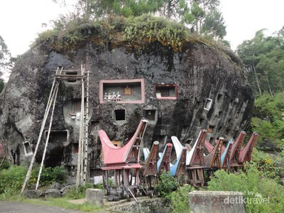 Melihat Lebih Jauh Pemakaman Tana Toraja