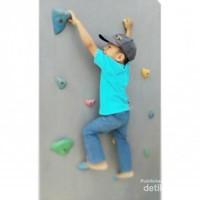 Bisa wall climbing di Taman Pemuda Pratama