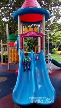 Mainan ramah anak, tersedia playground