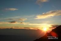 Sunrise dan Salat Subuh di lereng Mahameru