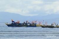 prosesi mengelilingi pulau Tidore