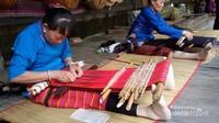 Semua gadis suku Li dan Miaw harus bisa menenun