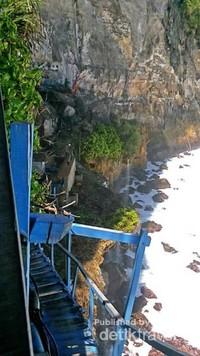 Jika sudah menemukan objek ini maka kita akan melewati 50 anak tangga untuk menuju Air Terjun Guyangan