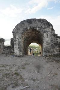 Benteng Otanaha yang terletak di atas bukit Dembe