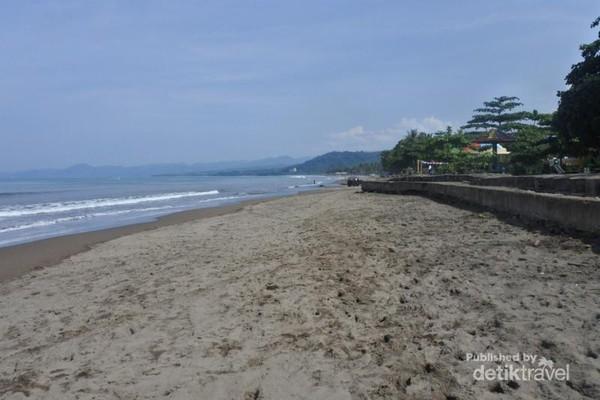 Pantai Citepus dengan pasir coklat