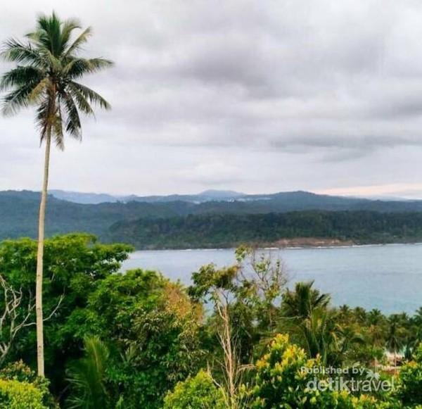 Panorama dari puncak menara pandang