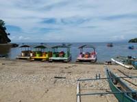 Pantai Olele ini berada tepat di depan rumah-rumah penduduk dimana kita bisa menyewa perahu
