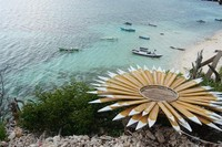 Pantai Marumasa memiliki pemandangan menakjubkan dilihat dari atas tebing