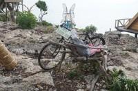 Tebing ini terletak tidak jauh dari Pantai Tanjung Bira, hanya sekitar 4 km