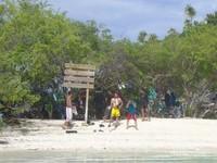 Pantai di Pulau Bair