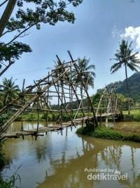 Jembatan Bambu Suku Baduy
