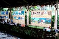 Lukisan dengan warna yang indah, anak-anak juga belajar melukis di sini