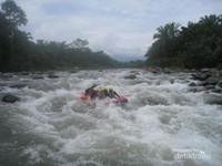 jeram - jeram yang menantang di Sungai Bingei