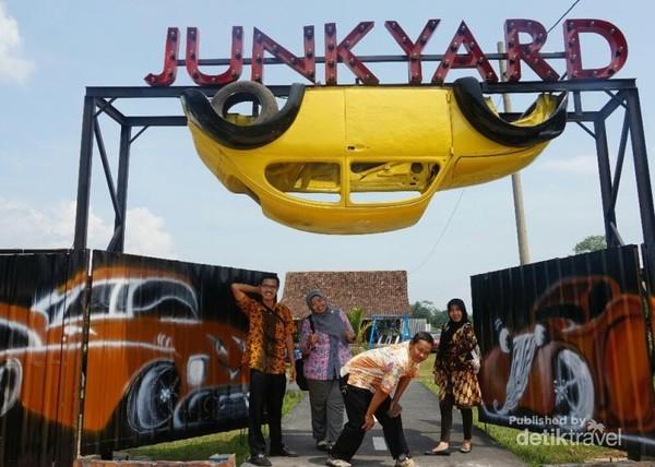 Gerbang Junkyard