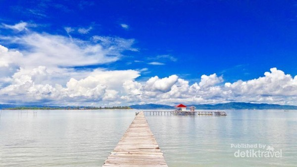 Dermaga menuju Pulau Bokori