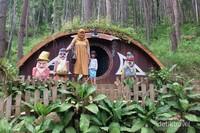 Rumah Hobbit seperti di Film The Lord of The Ring.