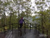 Ada juga dong tempat berfoto dengan latar belakang Kabupaten Malang.