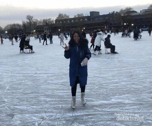 Ice skating di Shichahai, seru dan menyenangkan
