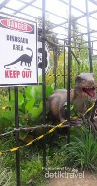 Seperti di film Jurassic Park ya