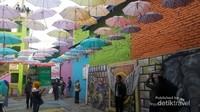Beberapa lukisan dinding yang menjadi spot foto