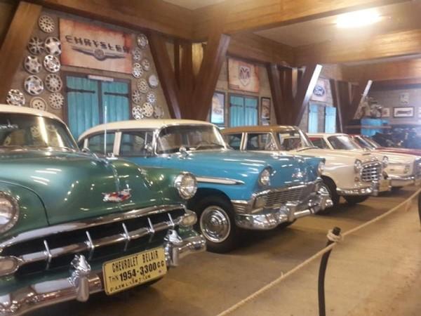 Jejeran mobil kuno buatan Amerika
