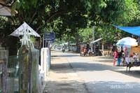 Inilah kampung Cimarinjung yang terletak tak jauh dari Curug Cimarinjung. Di sini kita dapat menemukan banyak penginapan milik warga setempat