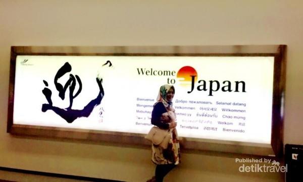 Papan selamat datang di Jepang menyambut saya