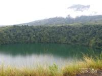 Danau Tolire, danau hijau dengan mitosnya